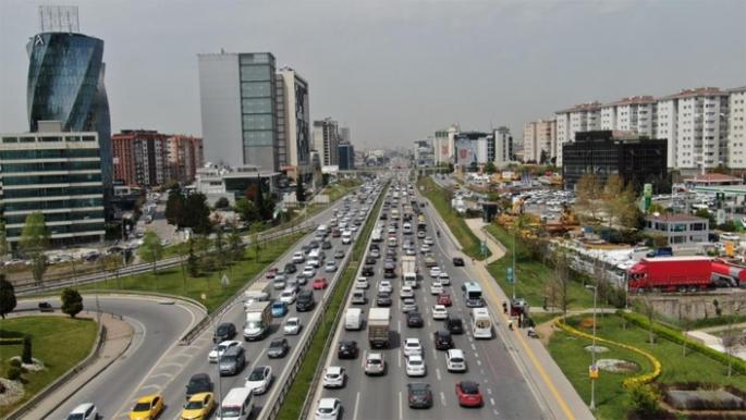 Tam kapanma öncesi trafik yoğunluğu!