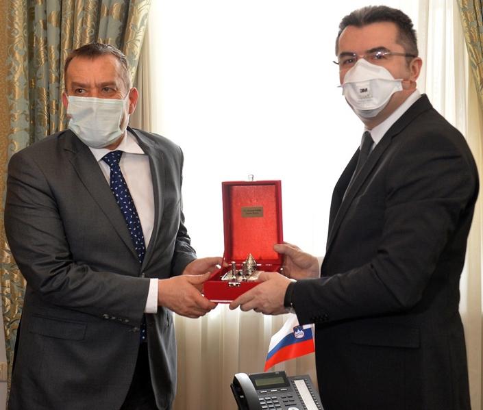 Slovenya Büyükelçisi Vali Memiş'i ziyaret etti